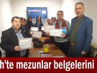 Fatih'te mezunlar belgelerini aldı