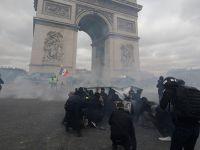 Fransa'da sokaklar savaş alanına döndü!