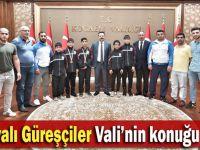 Dilovalı güreşçiler Vali Aksoy'a gitti
