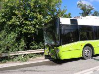 Belediye otobüsü ile kafa kafaya çarpıştı: 4 yaralı