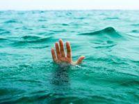 İskeleden denize girdi ortalık karıştı!