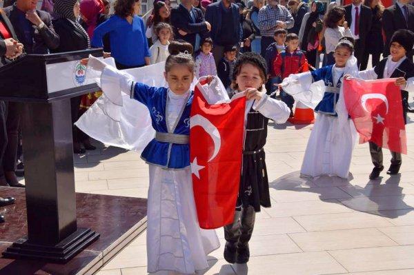 23nisan-ulusal-egemenlik-ve-cocuk-bayram-(4)-001.jpg