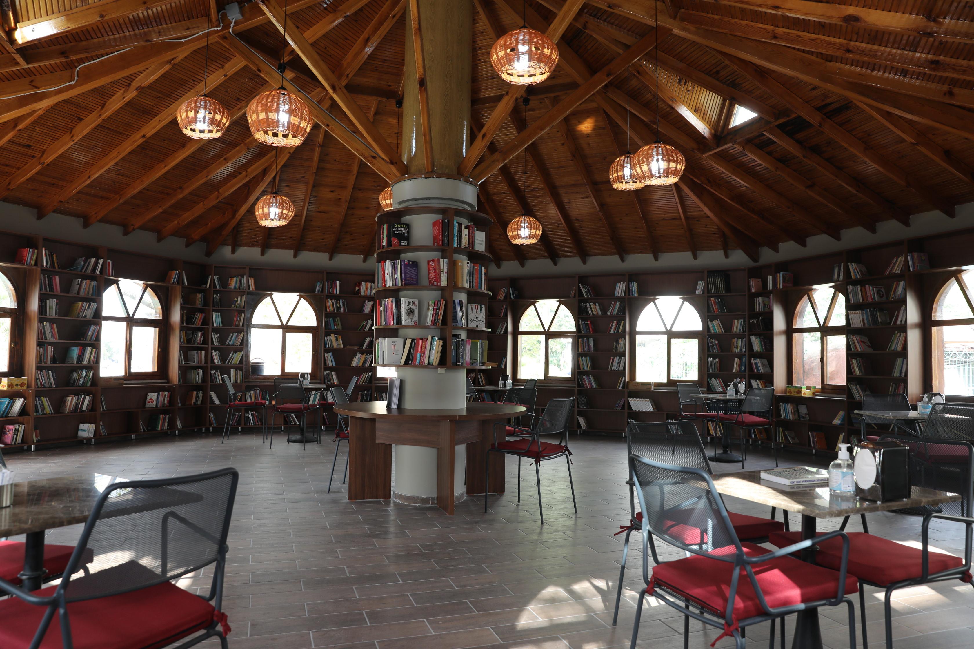 darica'da-kitap-kafe-hizmete-girdi-(3).jpg