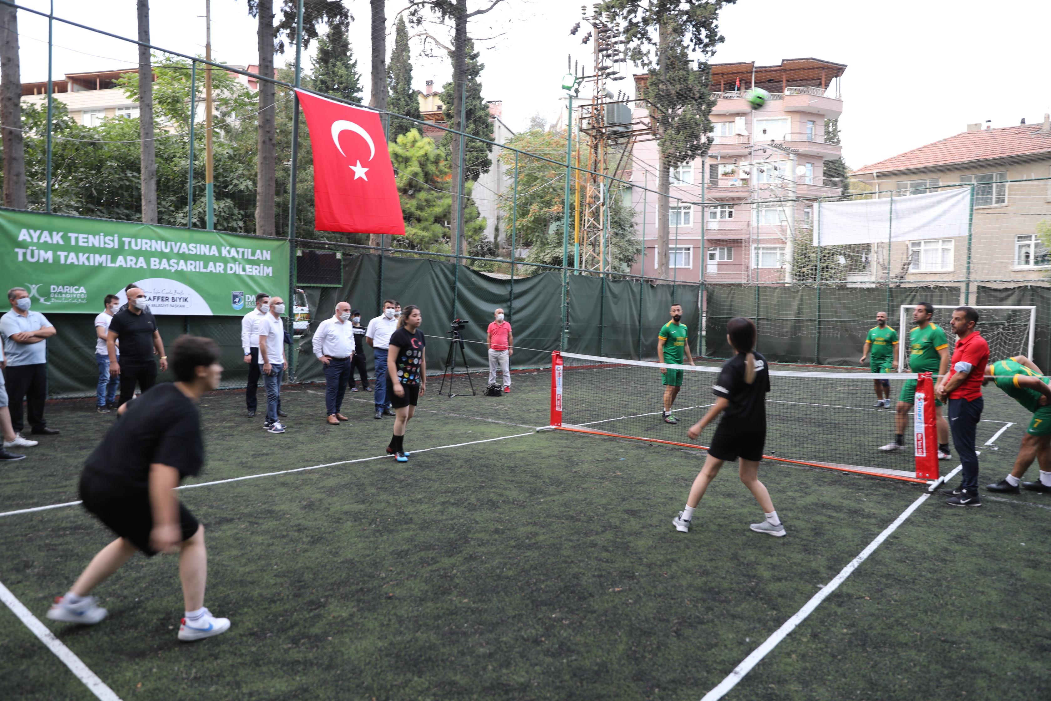darica'da-sosyal-mesafeli-ayak-tenisi-turnuvasi-basladi-(4).jpg