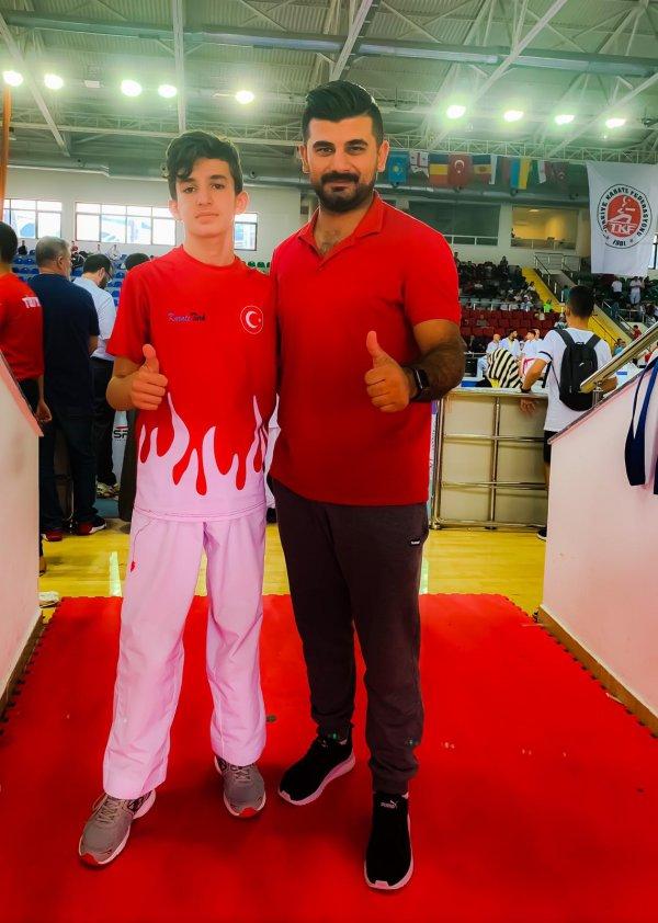 daricali-karateciler-9-madalya-ile-dondu-(5).jpeg