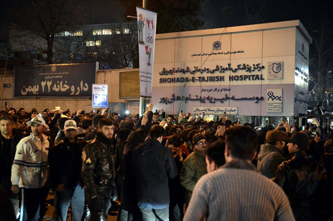 iran-karisti-binlerce-insan-sokaklara-dokuldu-9758c6.jpg