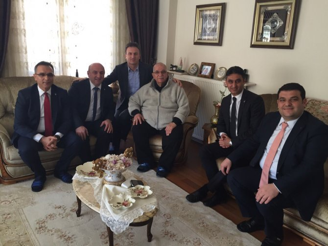 llce-baskanlari-ak-parti-kocaeli-milletvekili-muzaffer-bastopcuyu-evinde-ziyaret-etti-(2).jpg