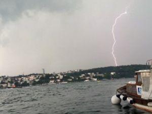 İstanbul şimşekler altında