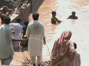 Hindistan ve Pakistan sele teslim