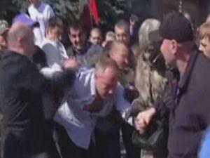 Rus yanlısı milletvekiline meydan dayağı attılar