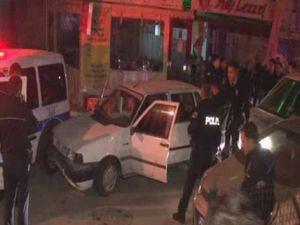 Polisten kaçan zanlılar ekip otosuna çarptı!